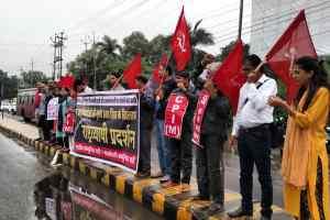बंगाल-त्रिपुरा में हिंसा के खिलाफ प्रदर्शन