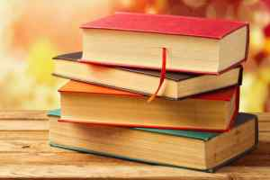 किताबें कुछ कहना चाहती हैं, तुम्हारे साथ रहना चाहती हैं।